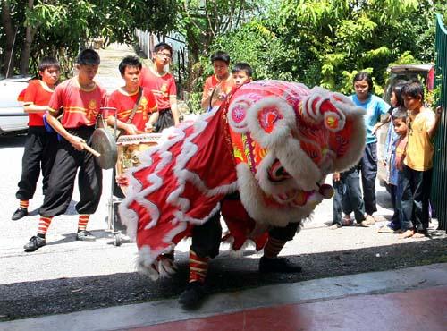 lion-dance-2a.jpg